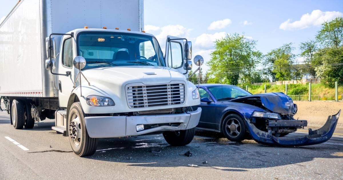 Accidentes de camiones: causas comunes y responsabilidad